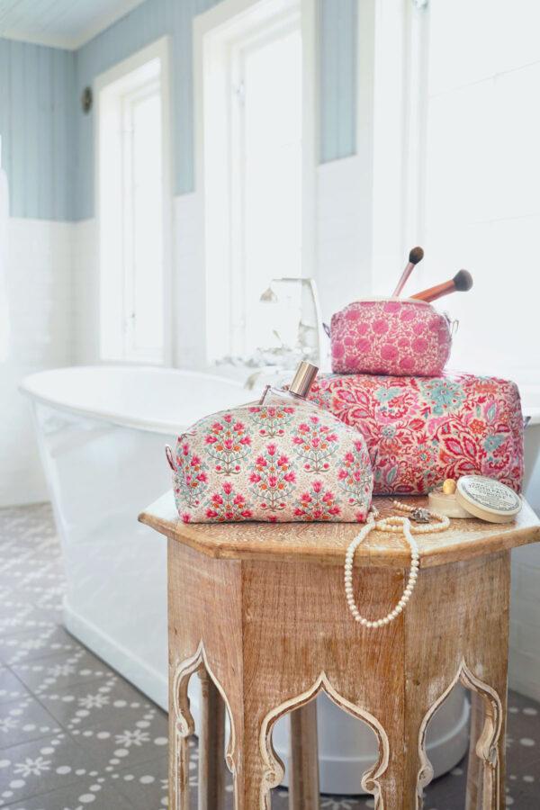 Tilda Toiletry Bags Red 2